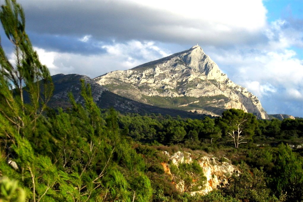 sainte victoire single parent dating site If the gr2013 hopes to meld art and landscape, then mont sainte-victoire is its presiding genius, having for many years been the muse for this area's most famous artistic son, paul cézanne.
