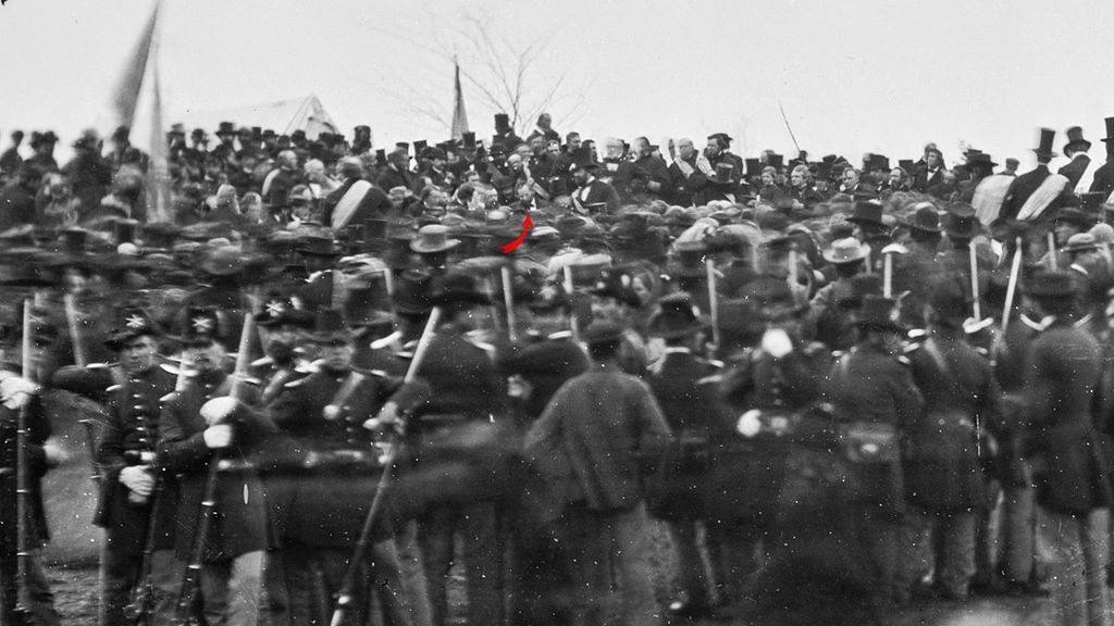 Crowd with Lincoln at Gettysburg.