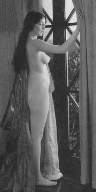 Audrey Munson in Heedless Moths